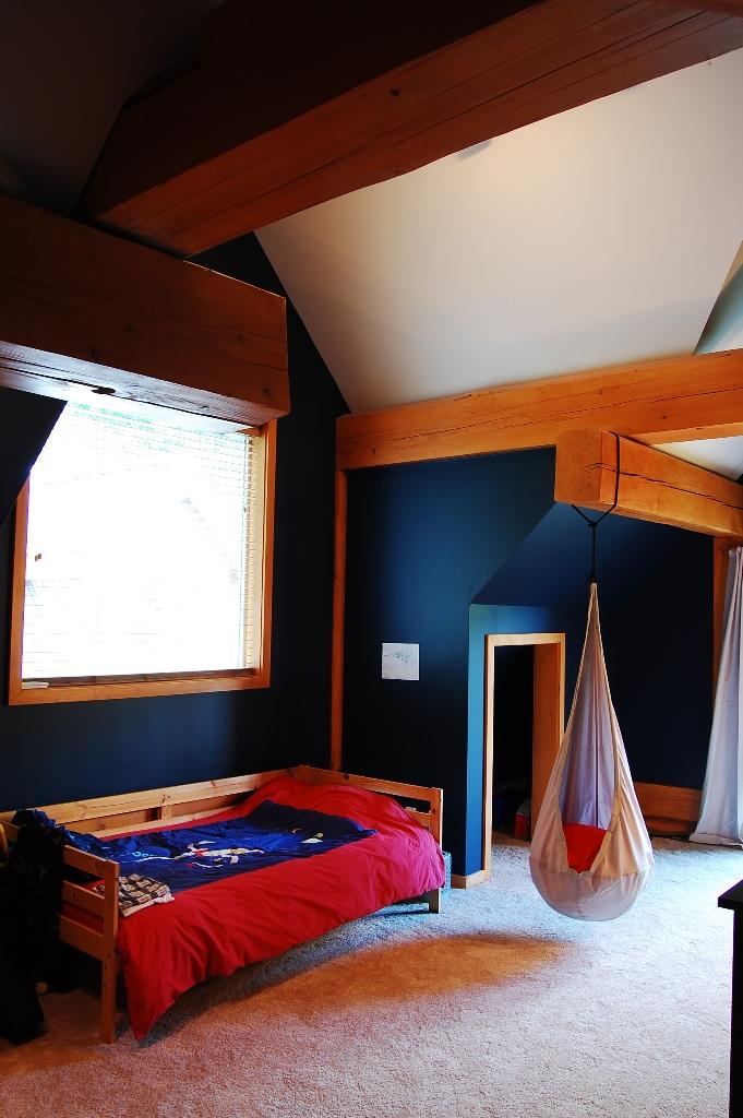 log cabin childrens room