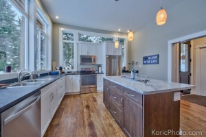 kitchen-of-timber-frame-house