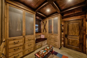 wood-mudroom