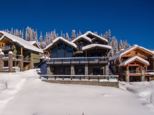 timber-frame-house-in-snow