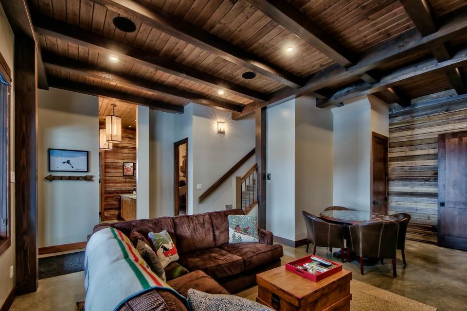 Lottinville Timber Frame Log Home 12 - Streamline Design