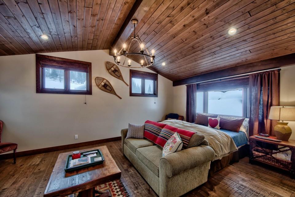 Lottinville Timber Frame Log Home 49 - Streamline Design
