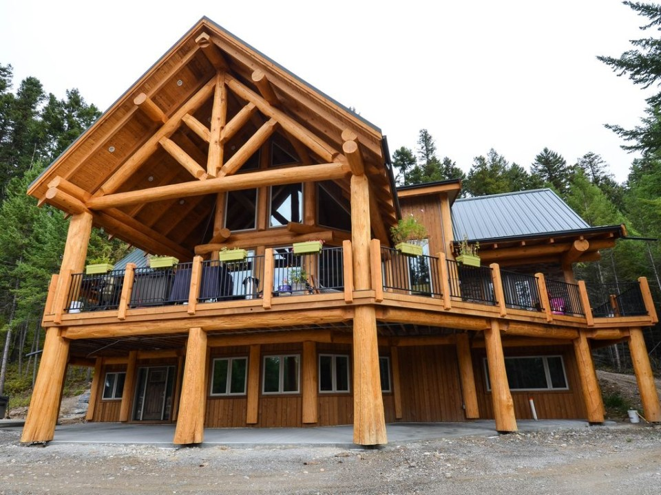 Architectural detail on a post and beam log home