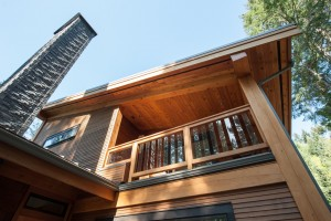 upper-deck-in-timber-frame-house