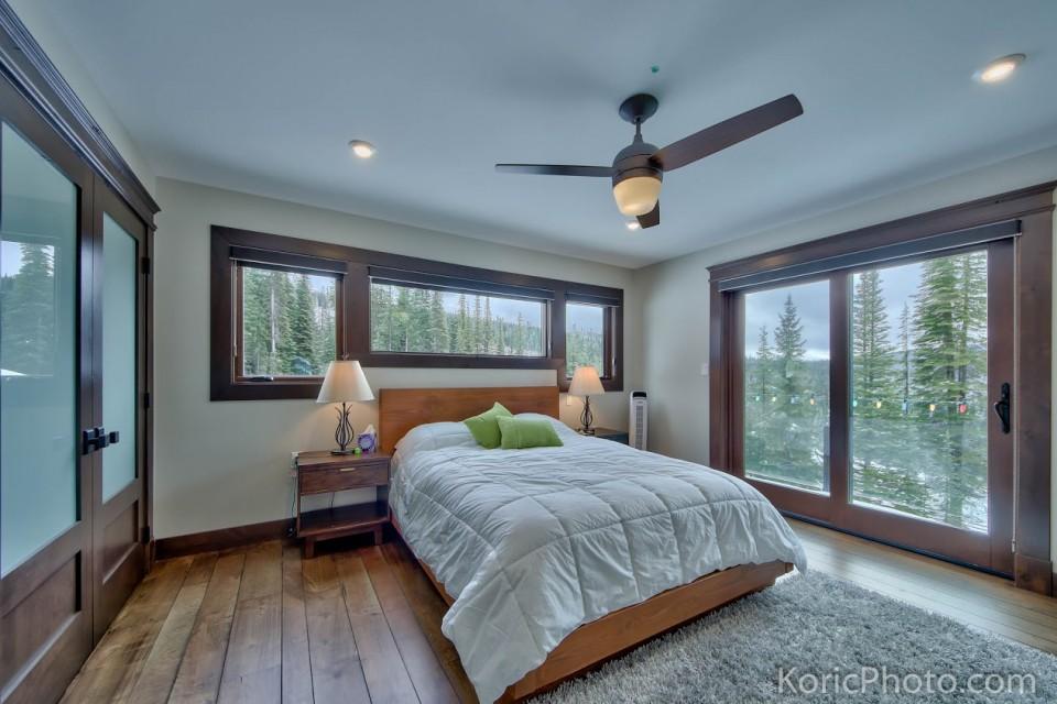 master-bedroom-in-timber-frame-house