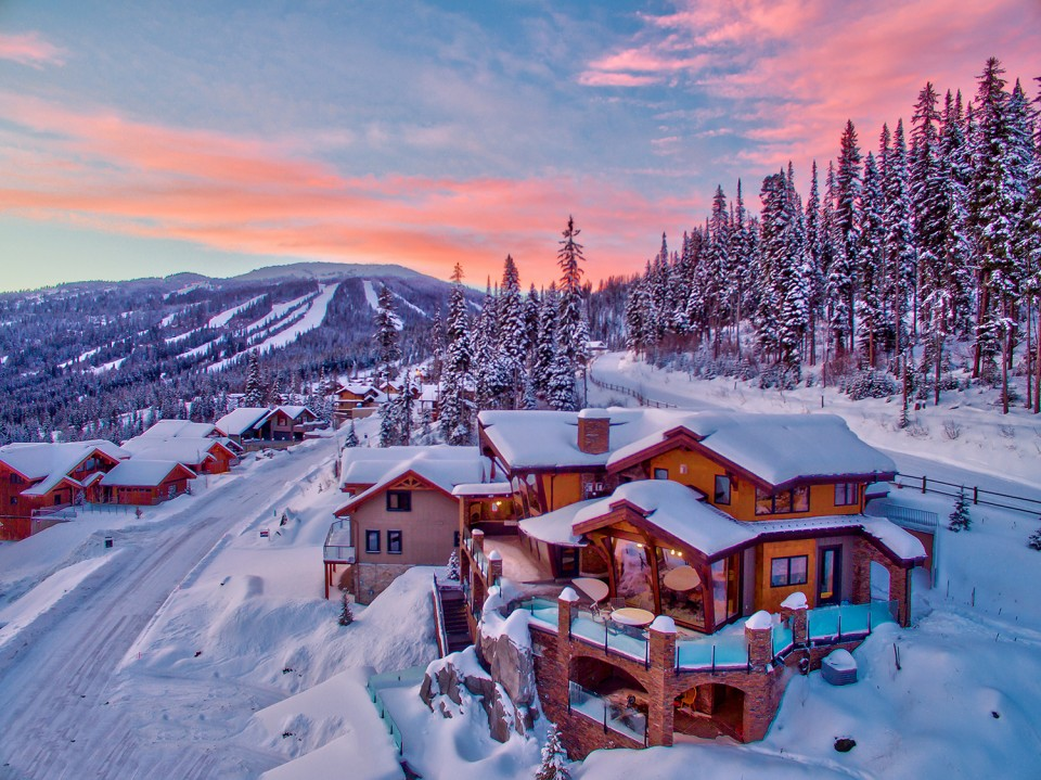 snow-covered-custom-log-home-designs