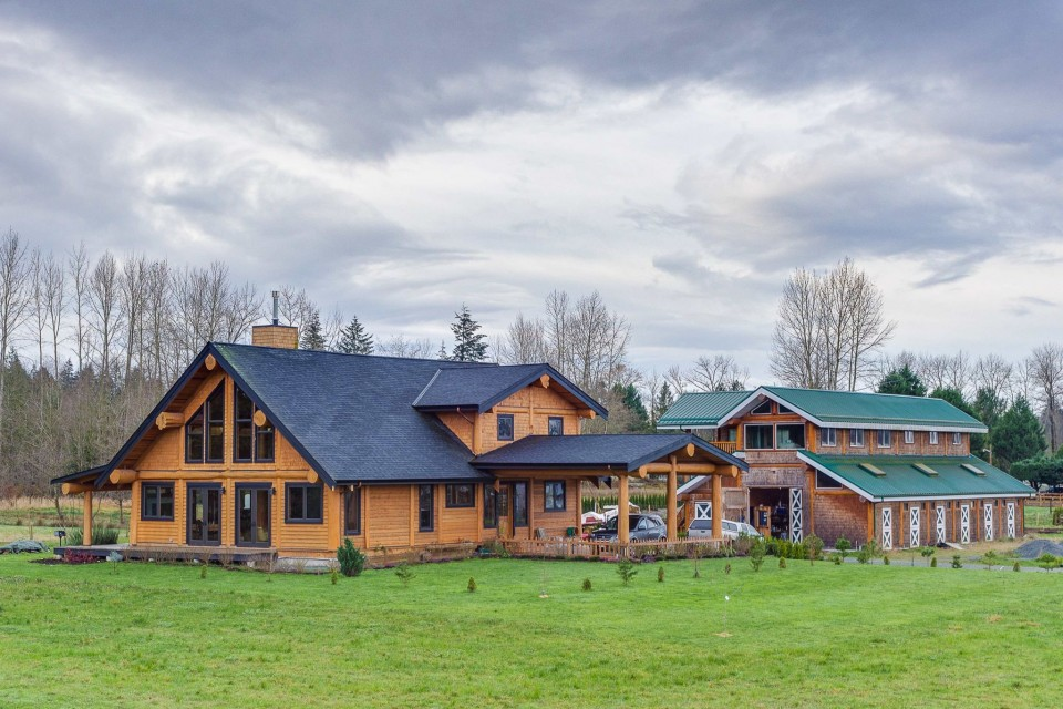 Campbell Valley Post and Beam Log Home 13 - Streamline Design