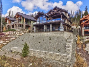 retaining-wall-of-timber-frame-home