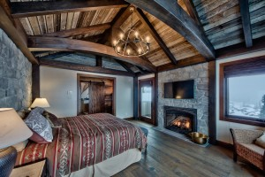 vaulted-ceiling-in-master-bedroom