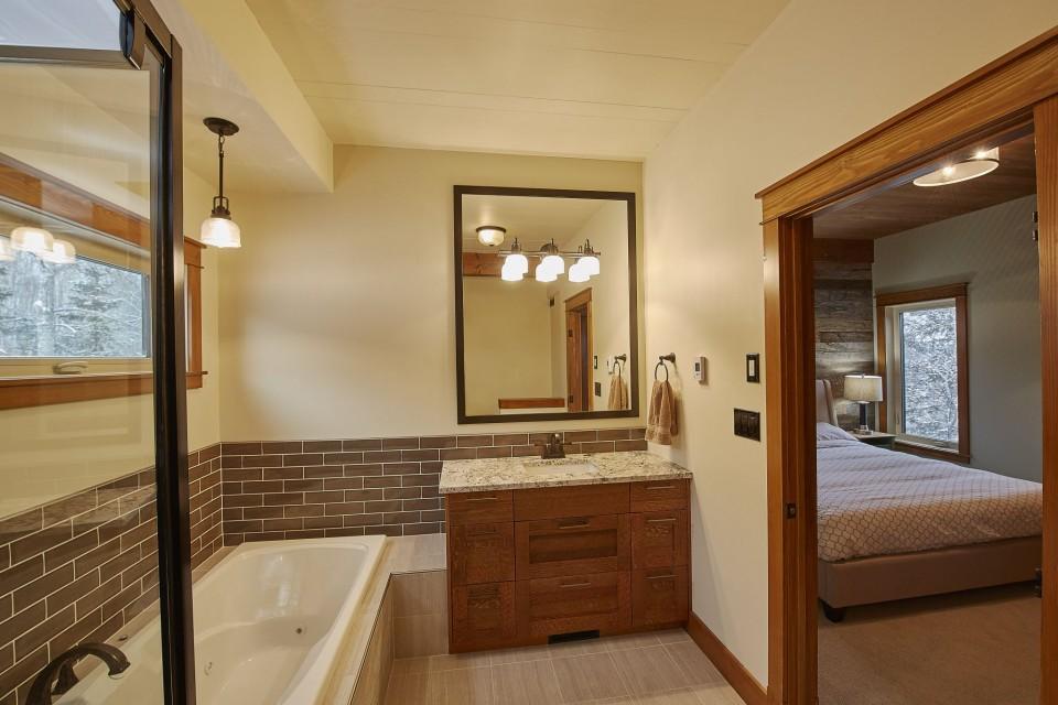 Emma Lake Timber Frame Log Home 14 | Streamline Design