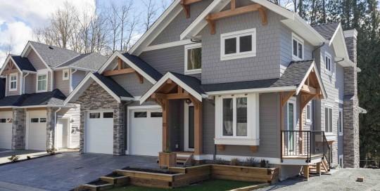 Straiton Timber Frame Home Front Yard   Streamline Design Ltd