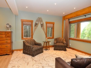 Sitting room in a post and beam log home